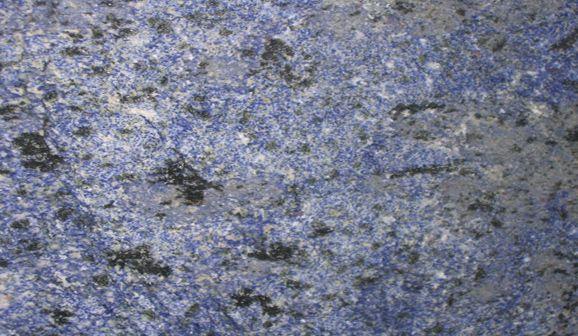 Granit bleu brésil Utilisation en salle de bain, utilisation cheminée. Pour plan de travail cuisine. Livraison dans les alpes de haute provence. Livraison dans les alpes maritime. Livraison dans les hautes-alpes.